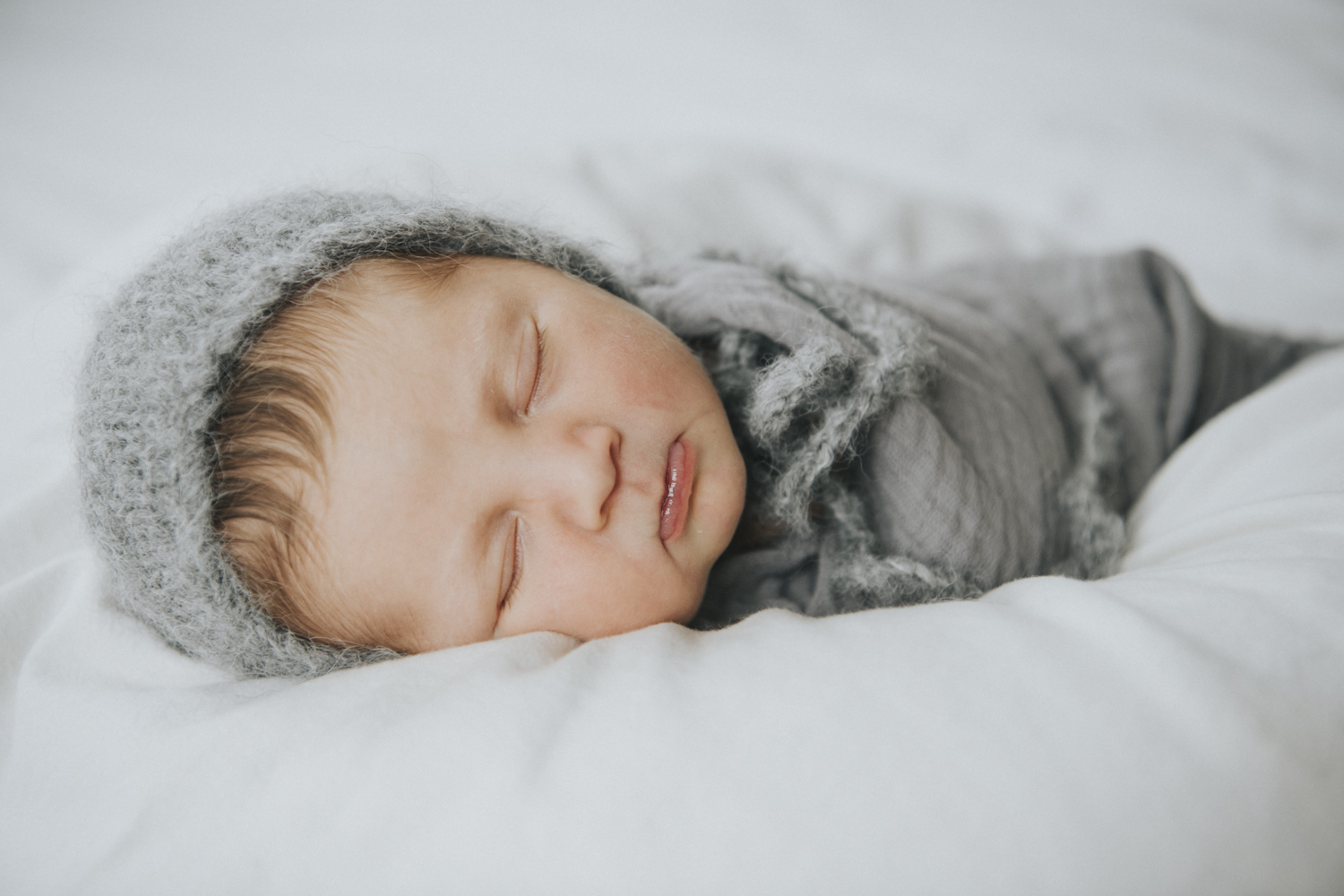 cozy and comfortable newborn photography. toronto. knorthphotography